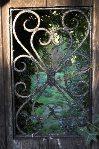 Secret_gate_to_old_rectory